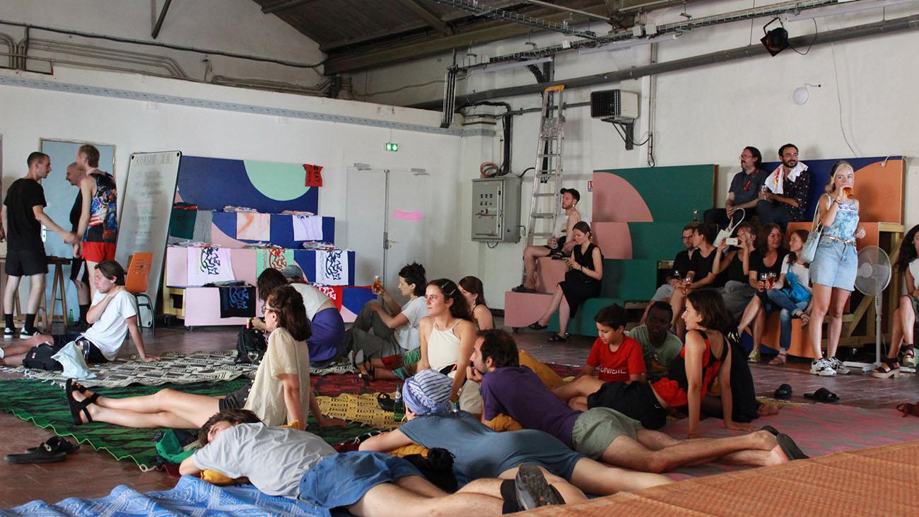Photo d'un groupe en séminaire à Coco Velten